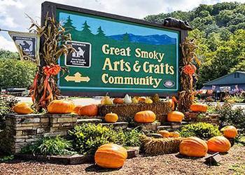 Smoky mountains attractions gatlinburg attractions for Gatlinburg arts and crafts community restaurants